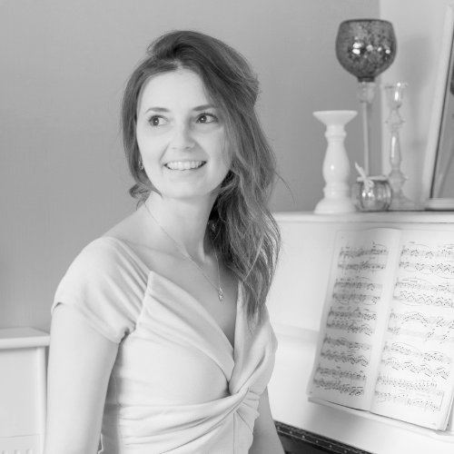 Hannah Mitchel - South Wales Pianist Profile Image